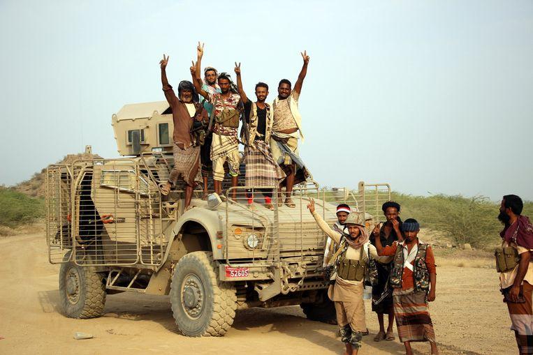Door de Saudische regering gesteunde troepen hebben een strategisch kamp van de Houthi-milities ingenomen in de zuidelijke Jeminitische provincie Taiz. Beeld EPA