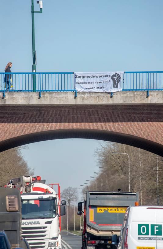 Spandoek op de Rijnbrug bij Rhenen.
