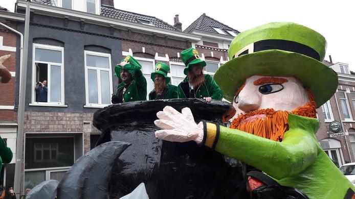 De Piepkes uit Westervoort maken furore tijdens de carnavalsoptocht in Arnhem van 2019