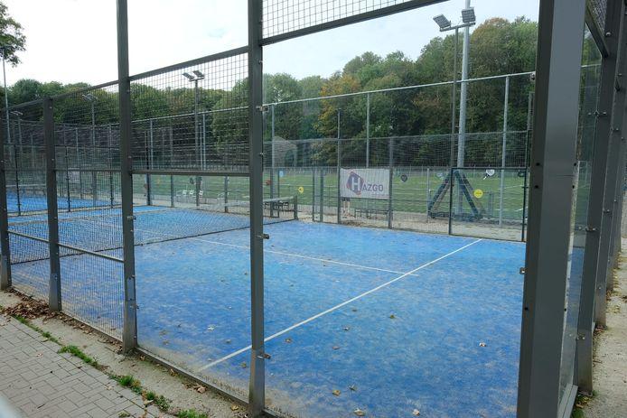 Bij padelclub Padel1800 in het Domein Drie Fonteinen in Vilvoorde mag voorlopig alleen enkel gespeeld worden. Dubbelspel werd er verboden door burgemeester Hans Bonte.