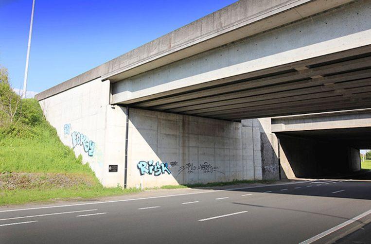 Aan deze brug op de Pontbeeklaan gebeurde 11 jaar geleden een dodelijk ongeval met een brandweerwagen.