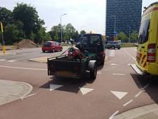 Scooterbestuurder gewond bij aanrijding met drie fietsers op Muntweg
