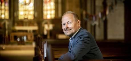 Burgemeester Welman spreekt de Oldenzalers toe: 'Mensen, geniet van de zon, maar blijf thuis'