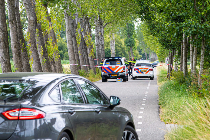 De politie doet onderzoek in de verdwijning van Loes uit Epe.
