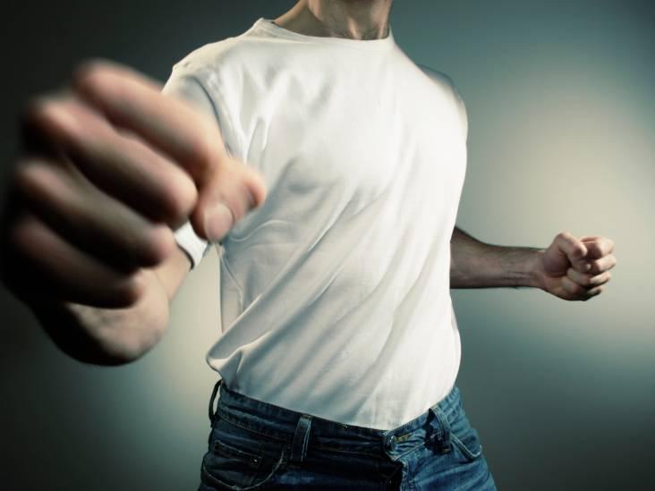 Man (27) slaat met stalen pijp tegen autoruiten na verkeersruzie in Bergen op Zoom