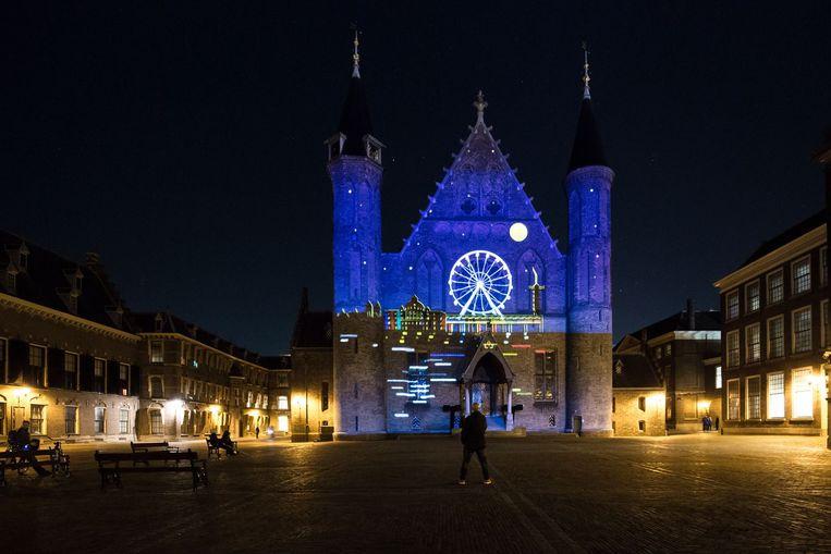 Lichtevenementen zetten Den Haag in november en december in de spotlights. Met onder meer videoprojecties op het Binnenhof en Kurhaus, een vuurwerkvliegshow, avondwandeltocht en lichtkunst. Beeld Anne Reitsma