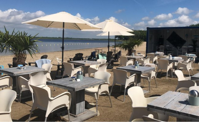 Het terras van Blaricum Beach.