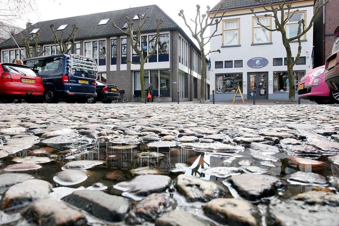 Stedenbouwkundig bureau Imoss schrijft in z'n visie voor de binnenstad dat bij de herinrichting het grootste deel van de parkeerplaatsen op de Markt verdwijnt.