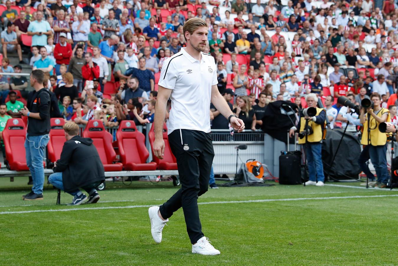 Lars Unnerstall bij de presentatie van de spelers van PSV tijdens de open dag.