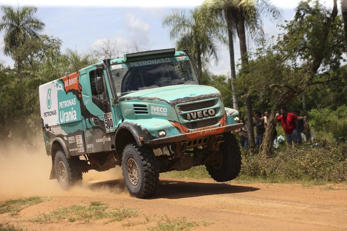 De Iveco van Gerard de Rooy in de eerste etappe van Dakar 2017