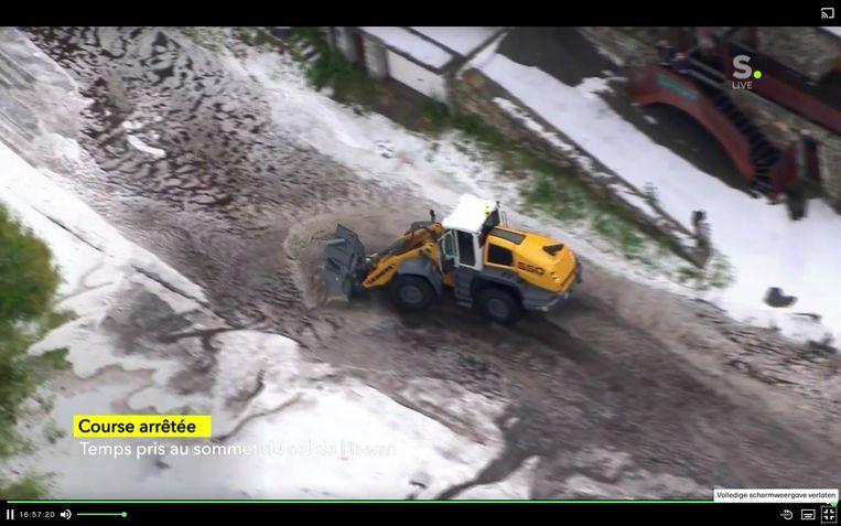 Tour de France rit stilgelegd door hevige sneeuwval