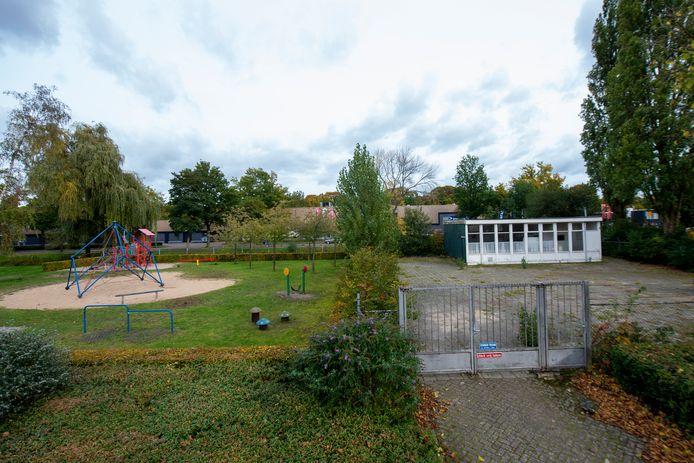 Het buurthuis Robbedoes (rechts) en de speeltuin aan de Talmastraat in het Staatsliedenkwartier gaan op de schop.