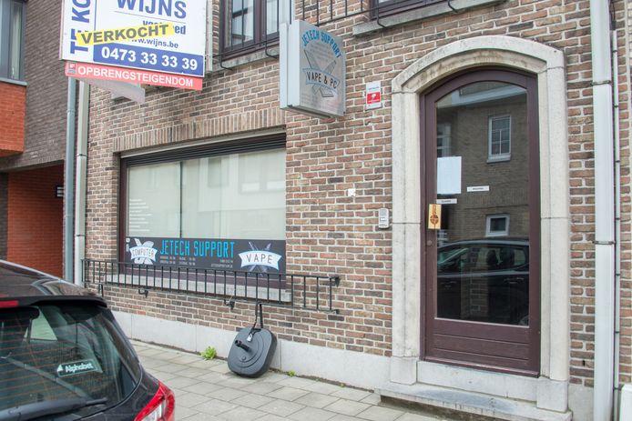 De pc- en vapewinkel in de Lemanstraat.