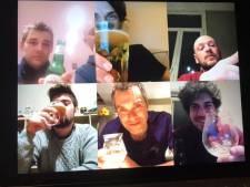 Hou eens een 'skype-ritief' achter de webcam in plaats van de gebruikelijke borrel