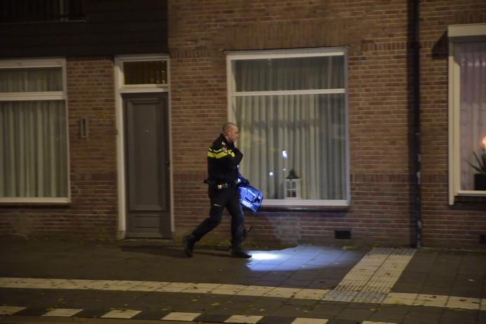 Bij onderzoek naar de overval vonden agenten in de omgeving een schoudertas.