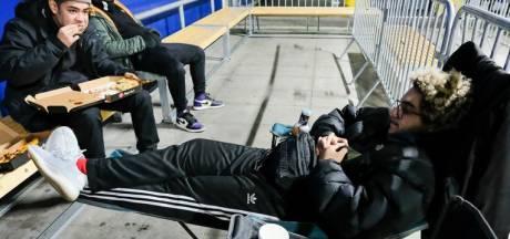 Pourquoi ces jeunes campent-ils devant l'IKEA de Zaventem?