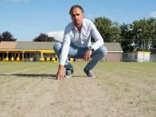 Duiveland treurt om voetbalveld, in Sluis zijn ze trots