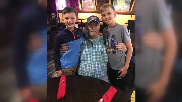 Owen (rechts) met zijn opa