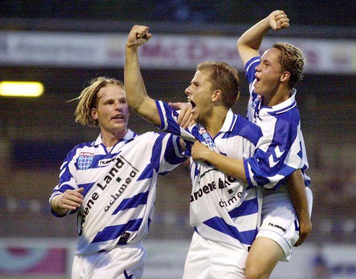 Arne Slot juicht in 2001 na een doelpunt van FC Zwolle tegen Stormvogels/Telstar.