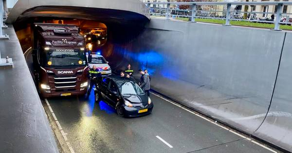Verkeer in centrum van Arnhem vast na ongeval in Willemstunnel.