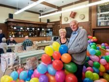 Ton en Anneke zijn gastheer én eregasten bij de opening van hun nieuwe Trefpunt