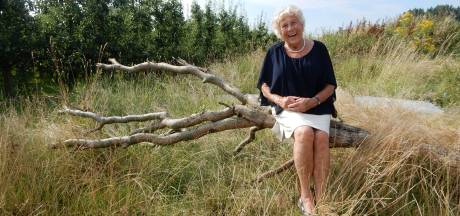 Nog maar 52 was Nanda toen haar man plotseling overleed; toch werd ze de stralende spil het gezin