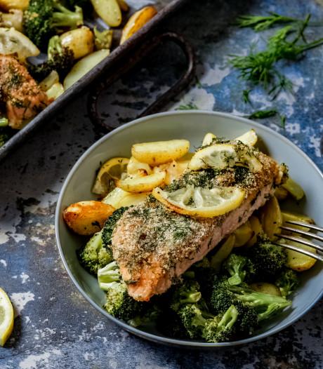 Wat Eten We Vandaag: Zalm met kruidenkorst en krieltjes uit de oven