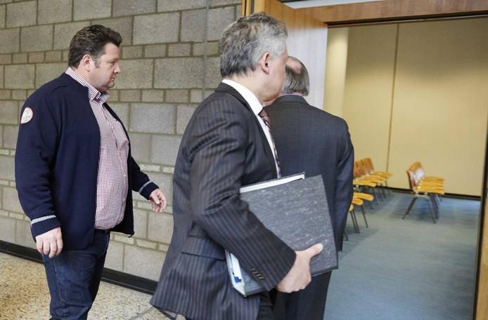 Willy Selten met zijn adviseur Frank Peters bij het College voor Beroep van het Bedrijfsleven in Den Haag.