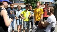 Marc Herremans leert leerlingen basketten