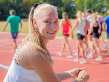 Hordeloopster Eefje Boons is blij dat ze weer wedstrijden mag lopen... en haar portemonnee ook weer wat kan vullen