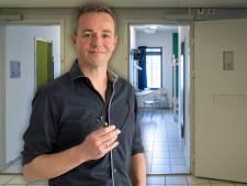 'Als je smartphones en drugs naar binnen kunt smokkelen, moet een mondkapje geen probleem zijn'