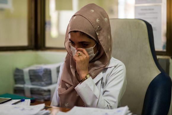 Vrouwelijke dokters mochten onder het regime van de Taliban werken, maar enkel onder toezicht van een mannelijke collega.