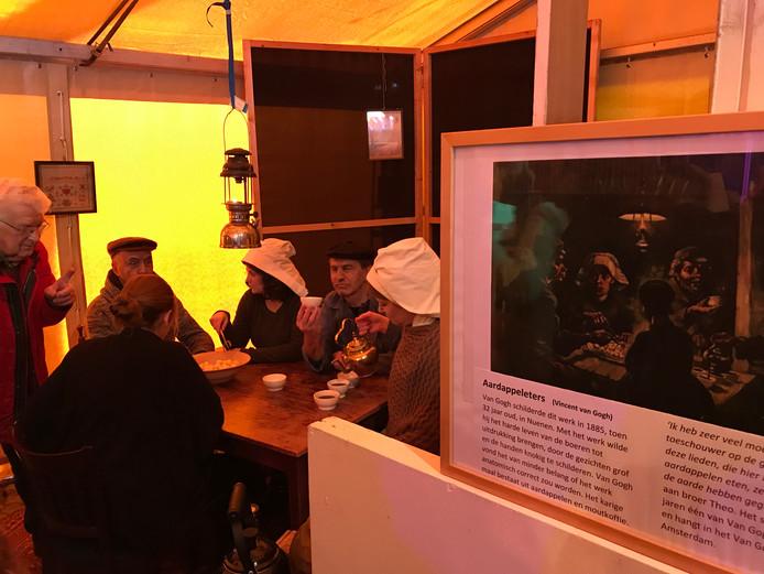 In de tent kwamen de werken van de 'Oude meesters' tot leven dankzij toneelgroep Iets Anders.