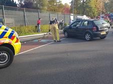 Automobilist gewond na knal tegen lantaarnpaal in Enschede