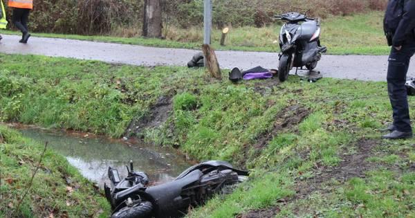 Twee gewonden na botsing tussen scooters in Almelo.