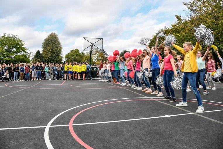 De nieuwe sportterreinen werden feestelijk geopend.
