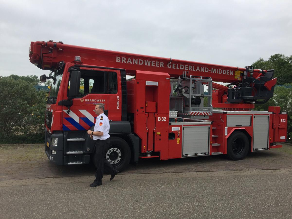 De nieuwe hoogwerker die het Zevenaarse brandweerkorps kreeg van de VGGM.