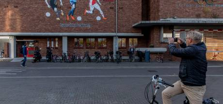 Kamp Seedorf eert jonge Ajacieden op Olympisch Stadion