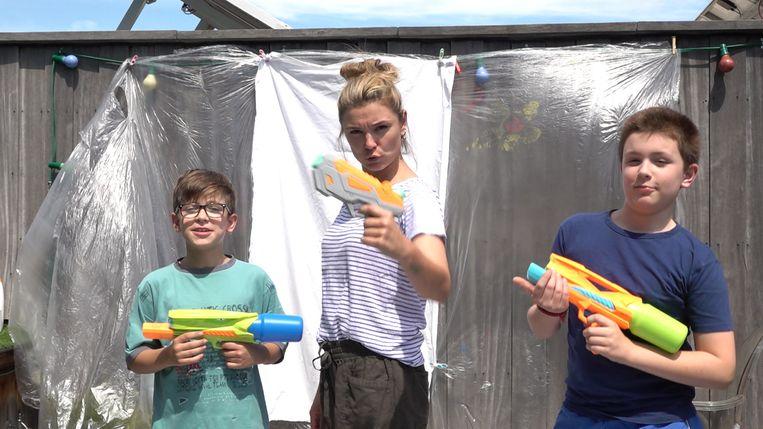 Evi Hanssen en haar twee zonen, Mac (links) en Scout (rechts)