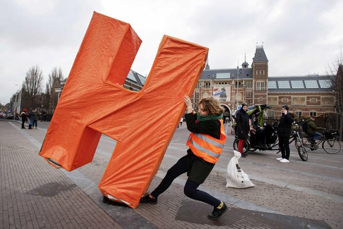 De Eindhovense designer Pauline Wiersema plaatst haar werk op het Museumplein.