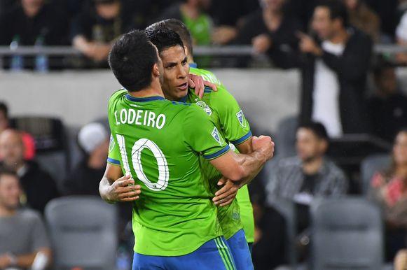 Raul Ruidiaz en Nicolas Lodeiro, de twee doelpuntenmakers, aan het feest.