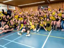 'Tempo-man' Bas krijgt lintje tijdens supportersdag in Alphen