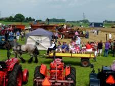 Oogstdag afgelast, Woodstock in Kampen vlucht naar binnen voor de regen