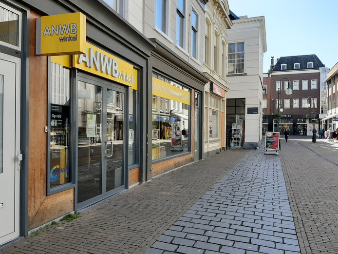 De ANWB besloot eind vorige week om alle winkels voorlopig te sluiten, dus ook die in de Arkelstraat in Gorinchem.