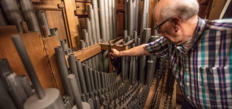 Luisteren, intoneren en ontzweven; Frans Vermeulen (75) stemt immens kerkorgel Aarle-Rixtel