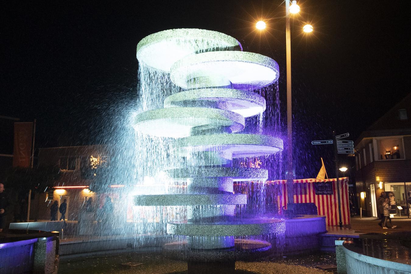 De fontein op het Schild in Rijssen heeft zijn langste tijd gehad. In de zomer gaat hij tegen de vlakte.
