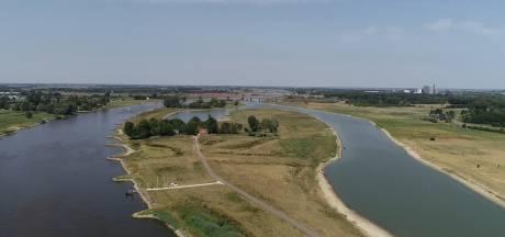 Zo laag staat het water in de IJssel bij Olst