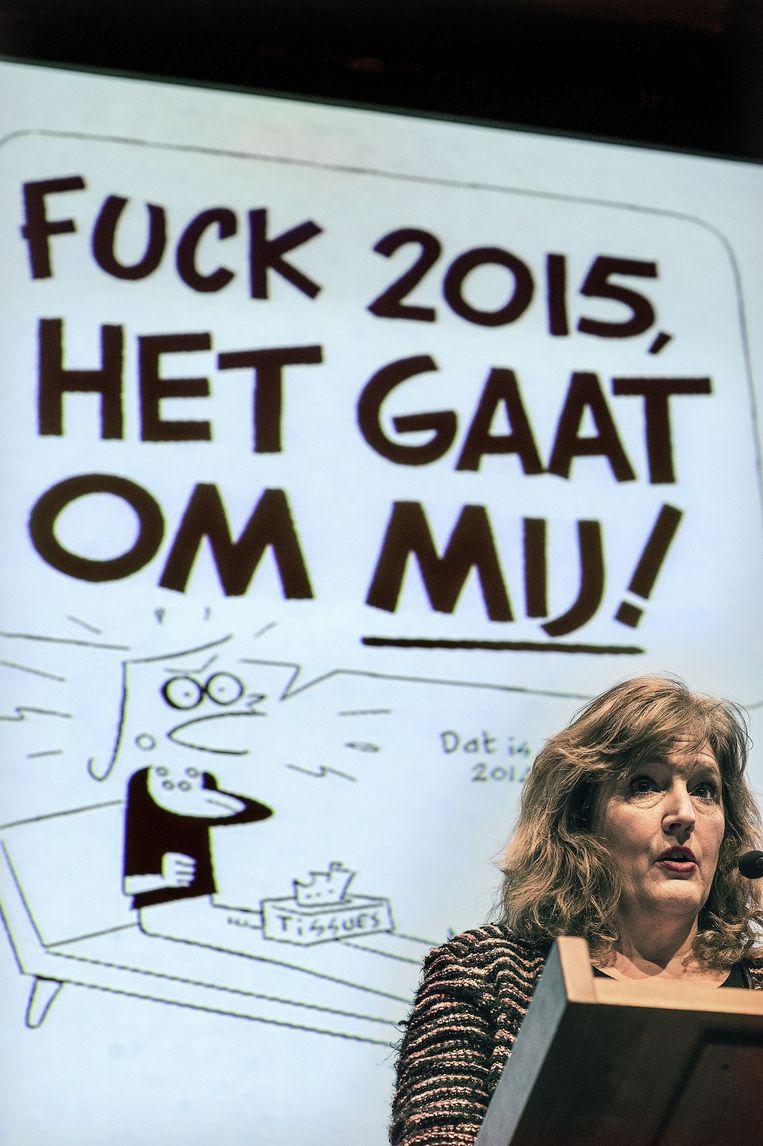 Aleid Truijens voor een cartoon van Peter de Wit. Beeld Guus Dubbelman