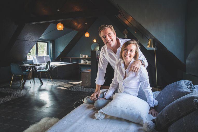 Frank De Mulder en Eline De Cocker in een van hun nieuwe kamers van La Cascina.