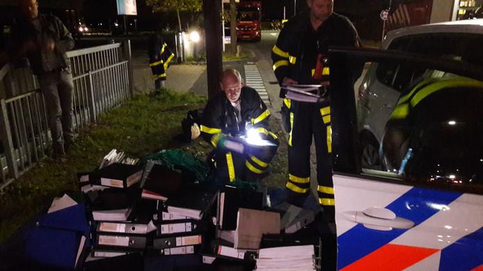 De brandweer heeft een gedeelte van de administratie van Tuf Recycling kunnen redden.